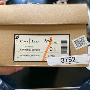 Cole Haan Oxford lace up shoes cream/orange 9.5